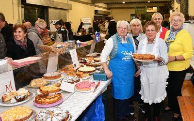 Erfolgreicher gemeinsamer Kuchenverkauf beim Advent im Weingut Müller